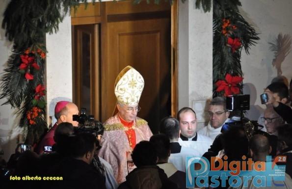 Apertura porta santa a cassino video dall 39 interno for Interno 7 cassino
