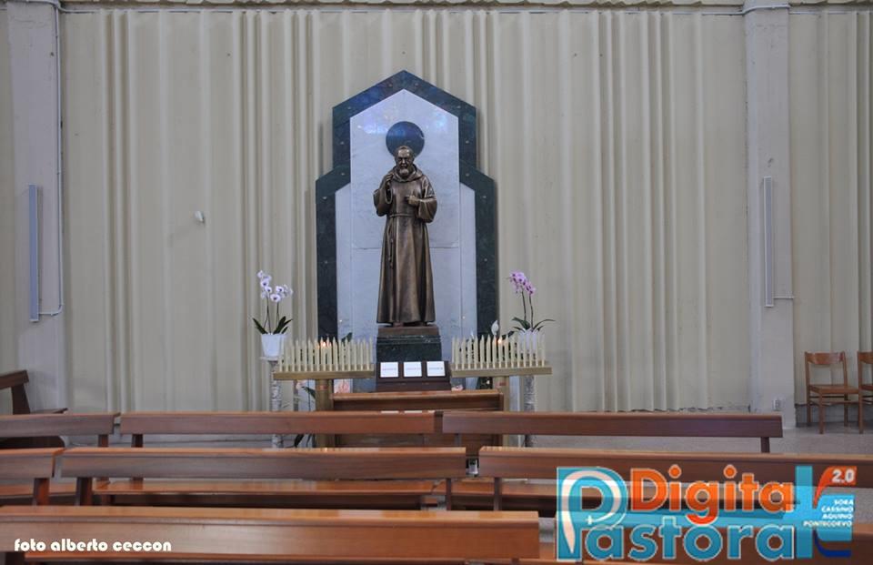 12. Statua S. Pio da Pietrelcina, lato sinistro