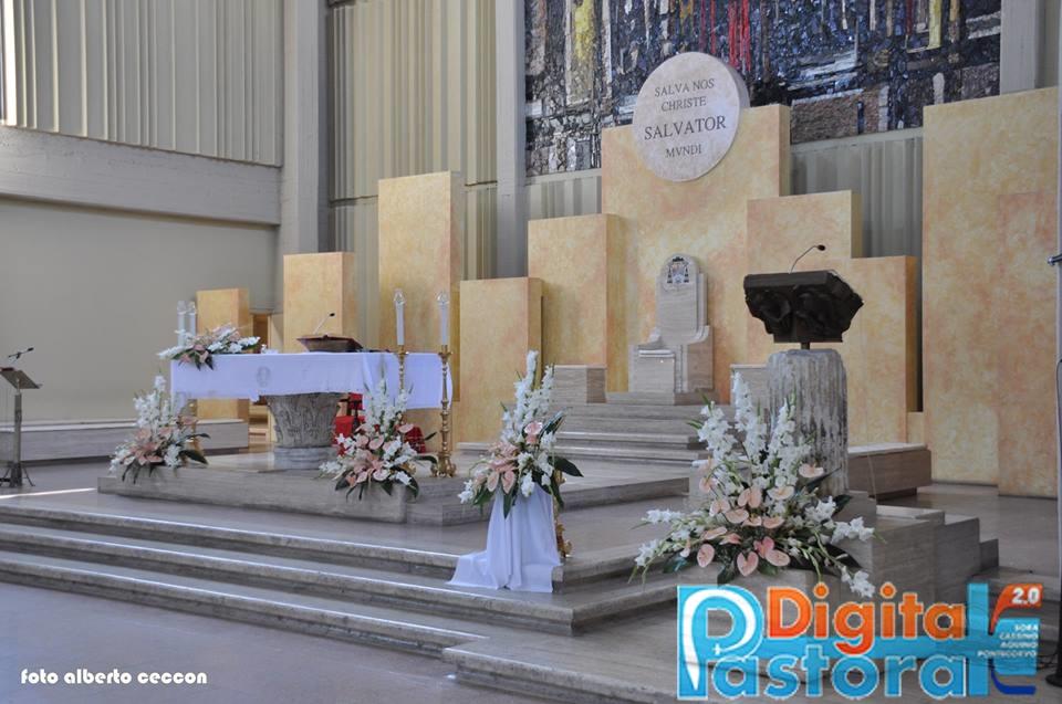 14. L'altare e il presbiterio