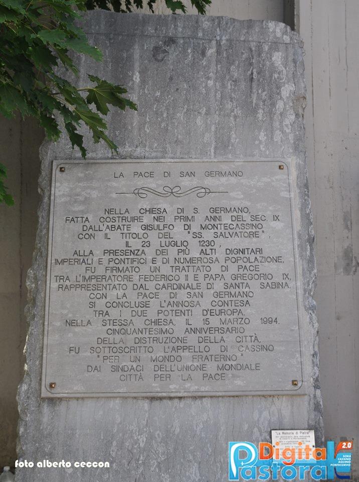 5. La Memoria di Pietra, sulla facciata, che ricorda la Pace di S. Germano qui firmata
